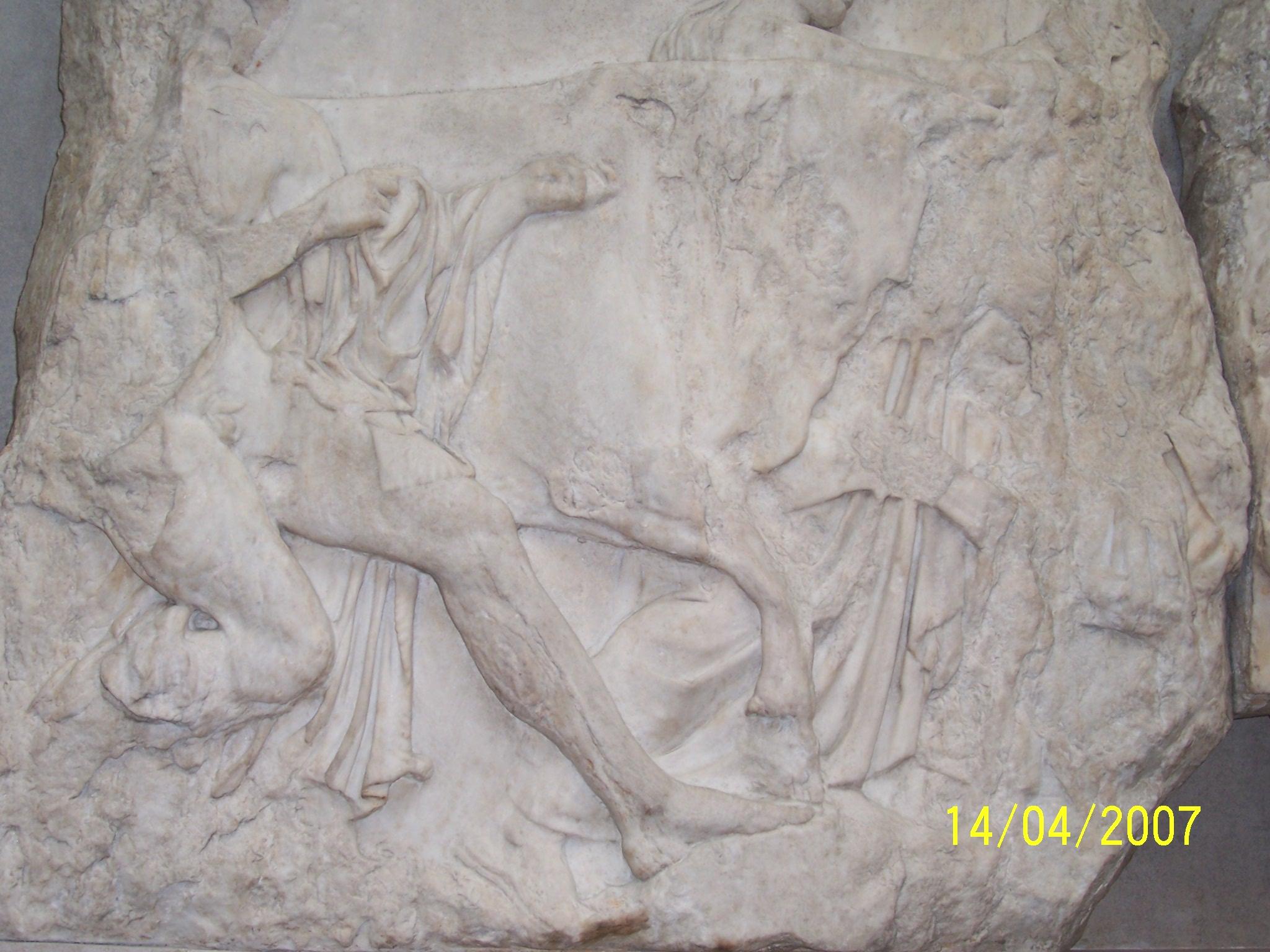 036.Joven controlando un buey (pie sobre piedra)
